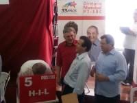 Lula vota nas eleições do PT acompanhado de Luiz Marinho, Emídio de Souza e Alexandre Padilha (Foto: Mariana Palma/ G1)