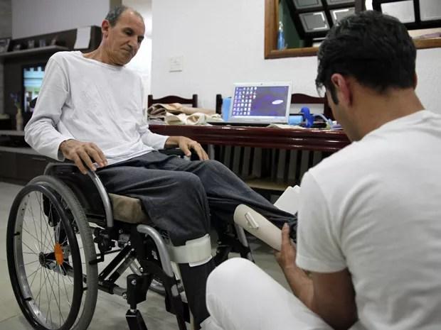 Edson Aparecido Sertorio bateu com a cabeça no fundo da piscina e lesionou a coluna (Foto: Fabio Tito/G1)