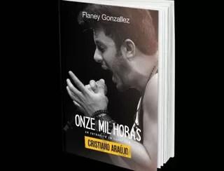 Cristiano Araújo aparece descontraído em fotos inéditas de livro