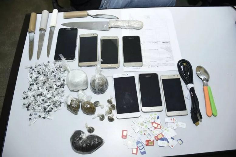 Alguns dos itens apreendidos na operação (Foto: Divulgação/SSP-AM)