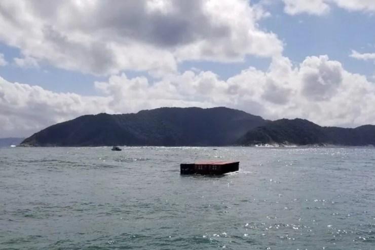 Contêineres caíram no mar (Foto: G1 Santos)