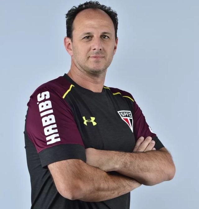Rogério Ceni serviu de inspiração para treinos de garotos da base do São Paulo na época de Luizinho (Foto: Marcos Riboli)