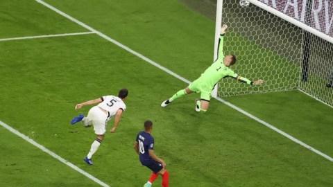 Hummels faz gol contra em Neuer diante da chegada de Mbappé em Alemanha x França