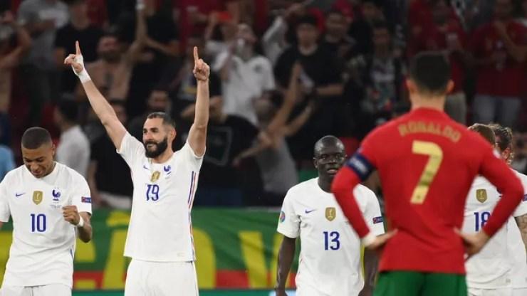 Benzema comemora o seu segundo gol contra Portugal