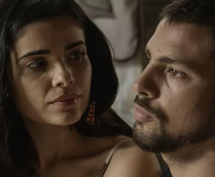 Tóia acredita no teatrinho de Romero (Foto: TV Globo)