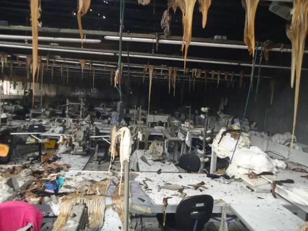 Fogo destruiu maior parte da malharia (Foto: Corpo de Bombeiros de Braço do Norte/Divulgação)