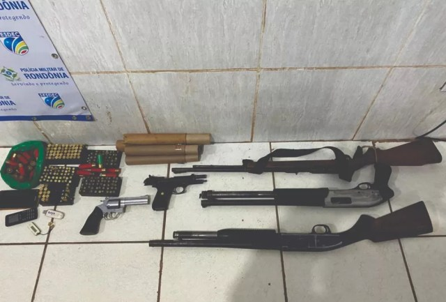 Armamento apreendido em fazenda de Nova Mutum, distrito de Porto Velho  — Foto: Bope/Reprodução
