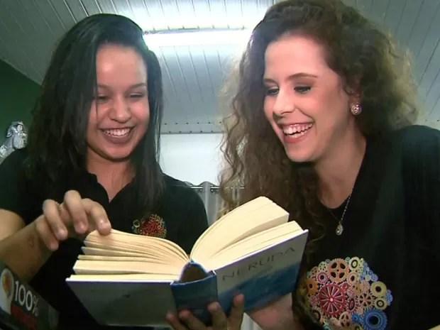 Ana Júlia e Maria Isabel dizem que chegaram a escrever cinco redações por semana (Foto: Márcio Meireles/EPTV)
