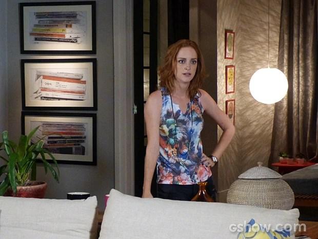 Priscila fica indignada com a atitude de Inês e a coloca para fora de sua casa (Foto: Além do Horizonte/TV Globo)
