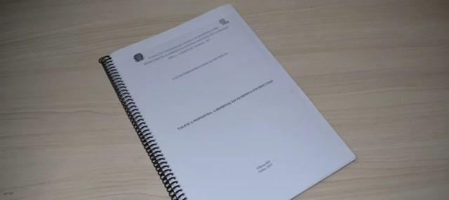 Monografia foi feita pelo estudante para mostrar empoderamento feminino (Foto: Christian Wentz/G1)