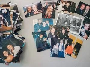 Fotos de famosos encontradas em caixas abandonas no hotel Cambridge  (Foto: Flavio Moraes/G1)
