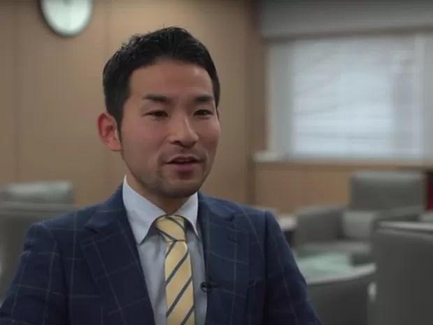 Kazuya Takahashi leva seus estudantes a viagens para a Indonésia para o ensino de cidadania global (Foto: Reprodução Global Teacher Prize/ Youtube)
