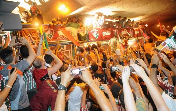 trio elétrico Fluminense chegada (Foto: Alexandre Durão / Globoesporte.com)