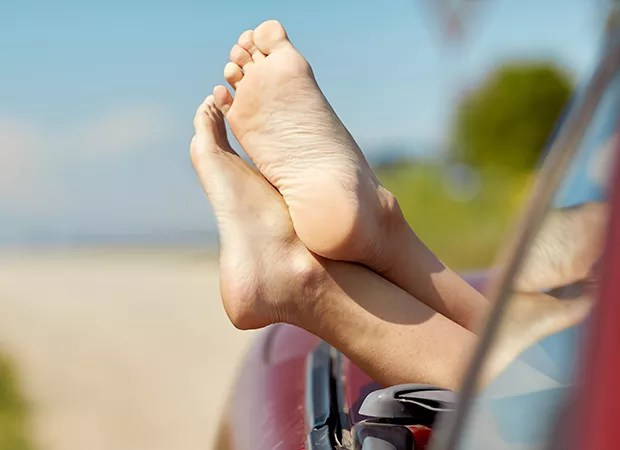 Lixar os pés (Foto: Envato Elements)