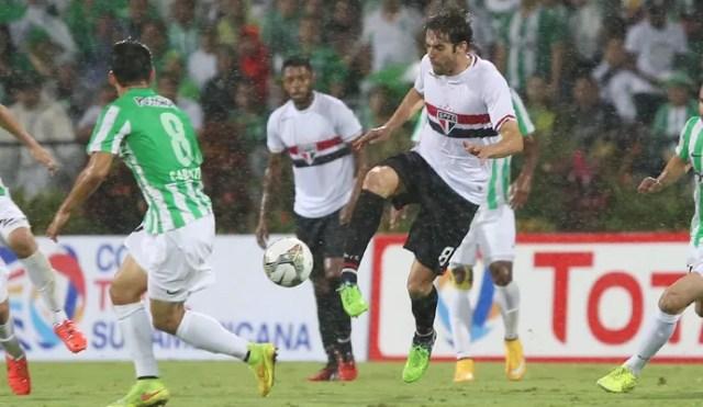 Kaká Atlético Nacional x São Paulo (Foto: Rubens Chiri/saopaulofc.net)