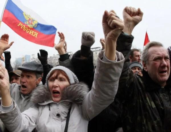 Manifestantes pró-Rússia. (Foto: AFP)