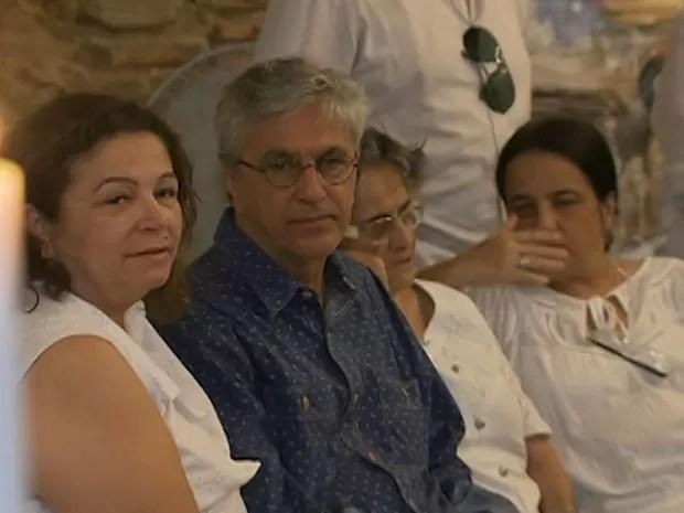 caetnao no velorio da mae (Foto: Reprodução/TV Bahia)