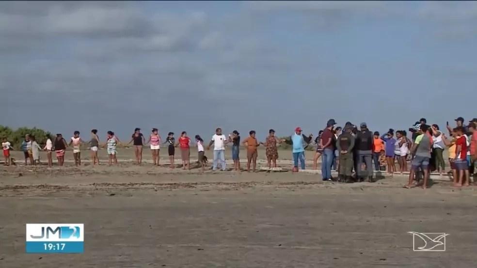 Moradores protestaram contra a reintegração de posse da área. — Foto: Reprodução/TV Mirante