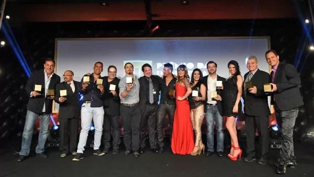 Atores, atrizes, diretores e produtores que venceram o primeiro Prêmio da Indústria Pornô brasileira (Foto: Divulgação)
