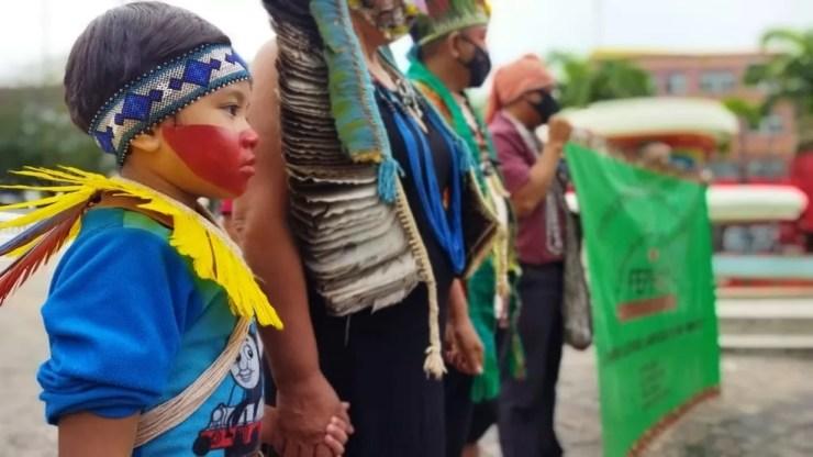 Povos indígenas protestam em frente ao Palácio Rio Branco e pedem arquivamento do projeto  — Foto: Cassius Afonso/Rede Amazônica Acre