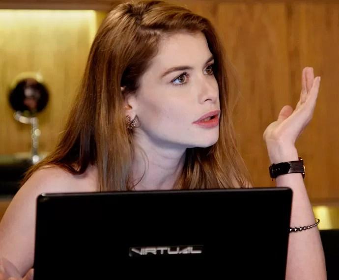 Lívia fica chocada com a decisão da mãe (Foto: TV Globo)