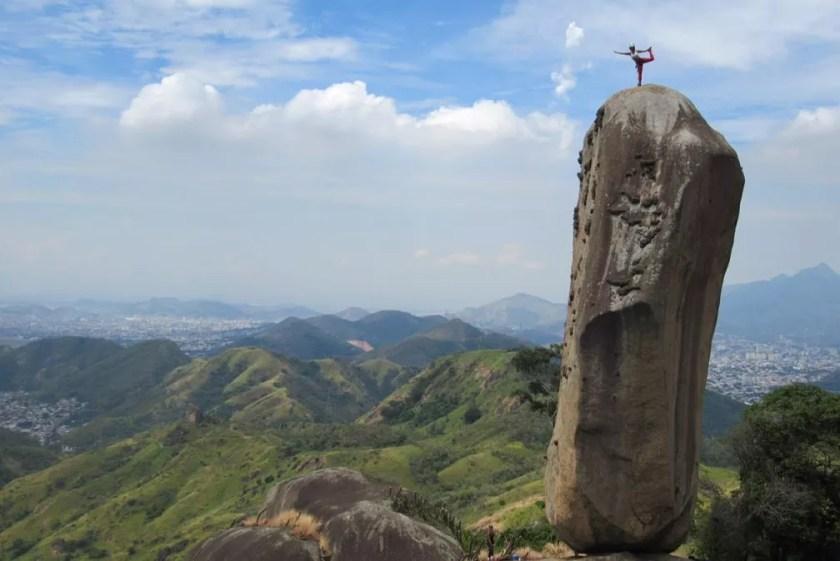 G1 visita Pedra do Osso, que desafia a gravidade e se 'equilibra' na  vertical; vídeo   Rio de Janeiro   G1