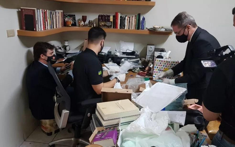 Operação do MP cumpriu mandados na Afipe e na casa do padre Robson — Foto: MP-GO/Divulgação