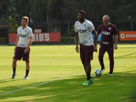No time de Dorival Júnior, Lucas Fernandes (à esq.) saiu, e Jucilei (centro) entrou (Foto: Marcelo Hazan)