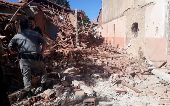 Casa ficou completamente destruída após a explosão, em Guapó (Foto: Vitor Santana/G1 )