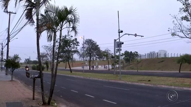 Chegada de frente fria derrubou temperaturas em Bauru (Foto: Reprodução/TV TEM)