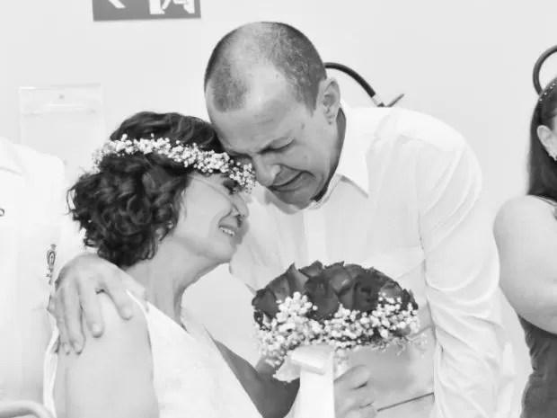 Mulher com câncer se casa em hospital e morre antes de ver as fotos (Foto: Marcelo Motozono / Studio Guardare )
