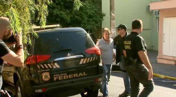 Luiz Eduardo de Oliveira e Silva foi levado para exame de corpo de delito no IML de Ribeirão Preto (Foto: Paulo Souza/EPTV)