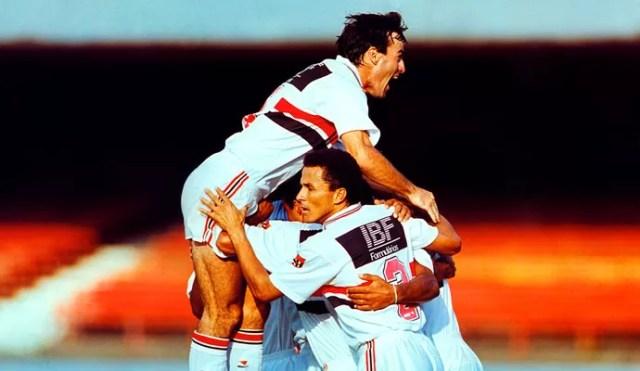 Pintado comemora gol do São Paulo sobre o Bragantino em 1993 (Foto: Arquivo / Ag. Estado)