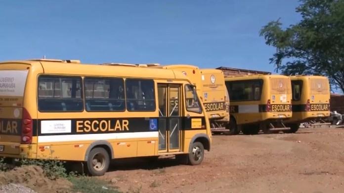Com a falta de combustível na cidade, ônibus escolares estão sem diesel (Foto: Reprodução/TV Paraíba)