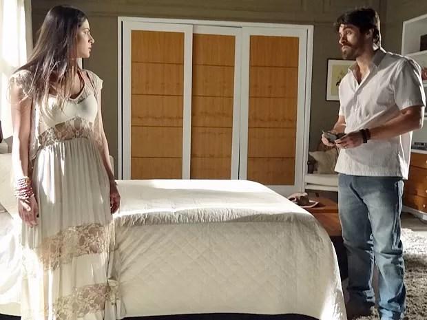 Jacira se recusa a receber dinheiro de Tobias (Foto: Amor Eterno Amor/TV Globo)