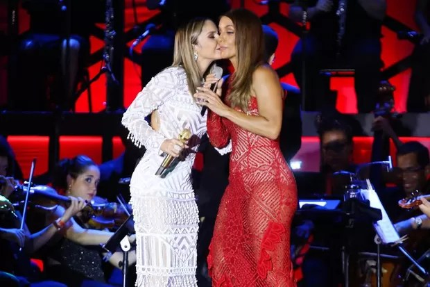 Ivete Sangalo e Claudia Leitte em show na Bahia (Foto: Manuela Scarpa/ Ag. Brazil News)