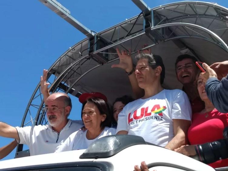 Fernando Haddad durante carreata nesta sexta (24) em Mossoró (Foto: Isaiana Santos/Inter TV Costa Branca)