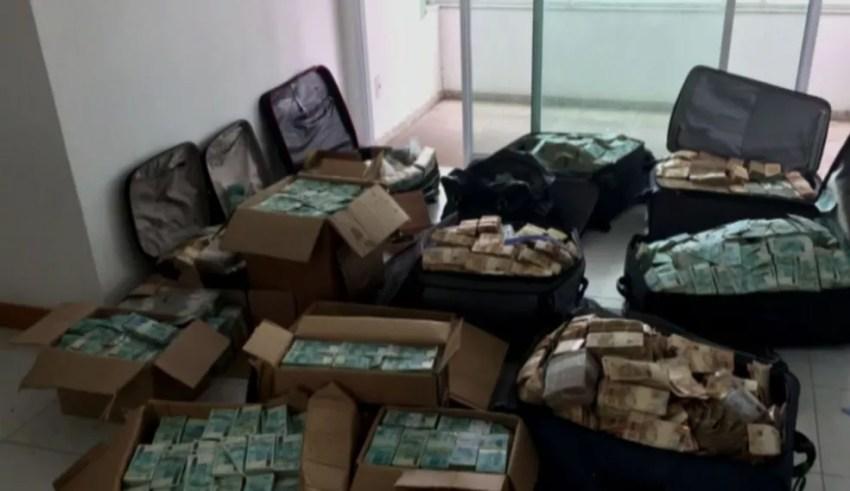 Caixas e malas apreendidas pela PF em Salvador com R$ 51 milhões (Foto: Reprodução GloboNews)