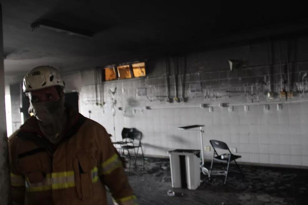 Ala Covid do Nestor Piva, em Aracaju, destruída após incêndio — Foto: Divulgação/Corpo de Bombeiros/SE
