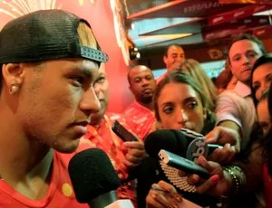 CARNAVAL: Neymar sambódromo sapucaí (Foto: Cíntia Barlem)