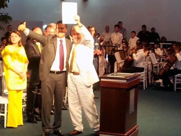 Rui Costa (PT), governador eleito da Bahia, recebe cargo de Jaques Wagner (Foto: Ruan Melo/G1)