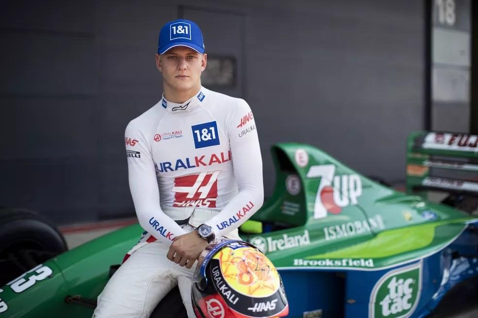 Mick Schumacher pilotou Jordan 191, primeiro carro de Michael Schumacher na F1 — Foto: Haas