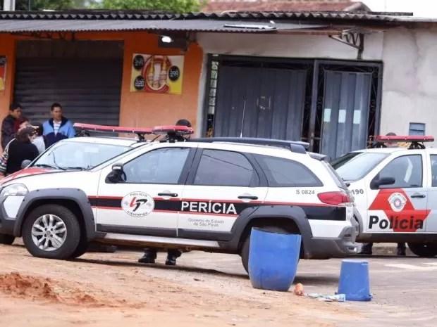 Polícia investiga latrocício em bar de Lins (Foto: J. Serafim / Divulgação)