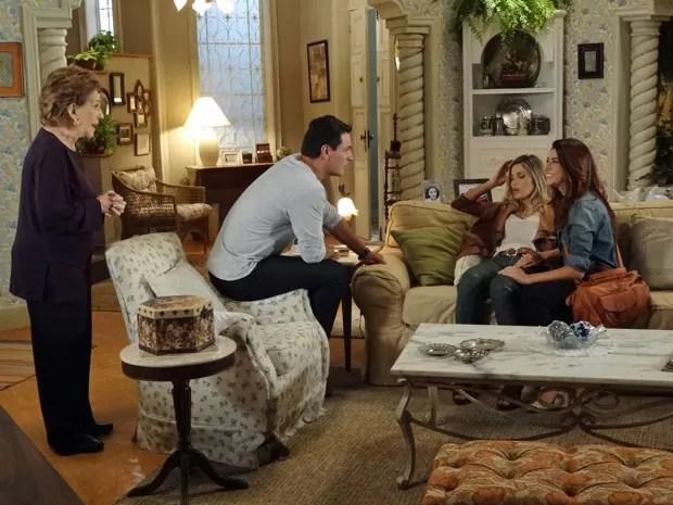 Márcia desconfia que Érica está grávida e Théo fica atordoado (Foto: Salve Jorge/ TV Globo)