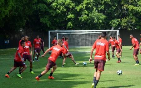 Posse de bola em campo reduzido e passe desde o aquecimento: prioridades no São Paulo (Foto: Felipe Espindola/saopaulofc.net)