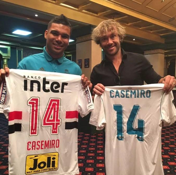 Casemiro troca camisa do Real Madrid com Lugano, do São Paulo — Foto: Reprodução/Twitter São Paulo