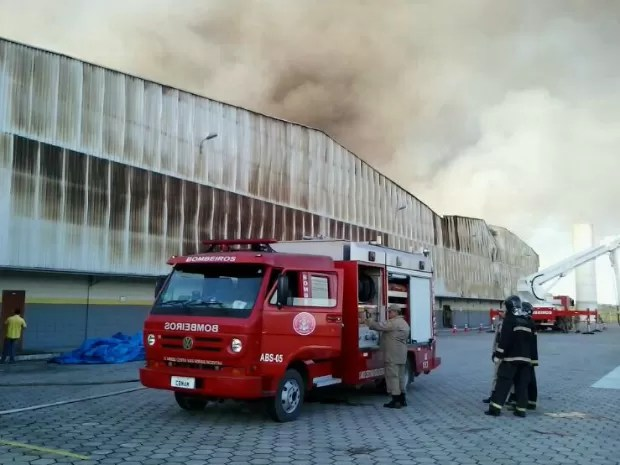 11 viaturas foram usadas, segundo a assessoria do Corpo de Bombeiros (Foto: Divulgação/Corpo de Bombeiros do Amazonas)