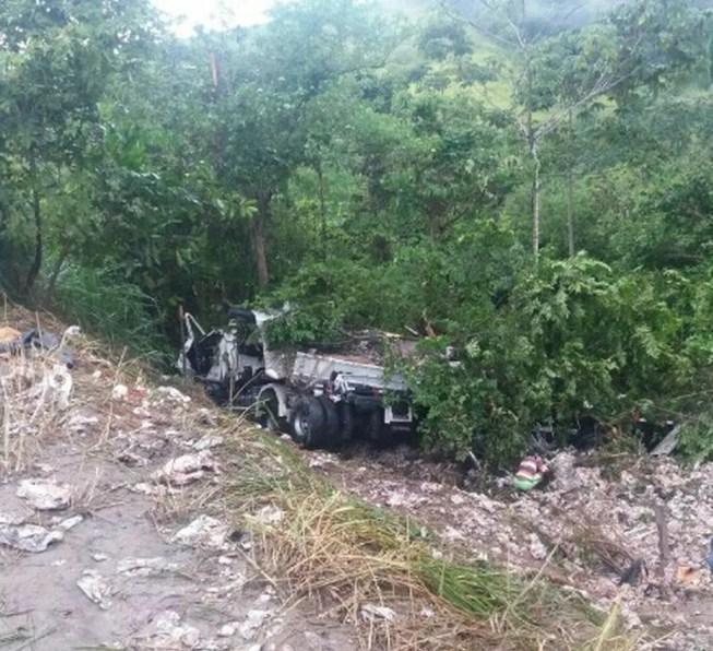 Veículo estava em um local de difícil acesso (Foto: PRF/Divulgação)