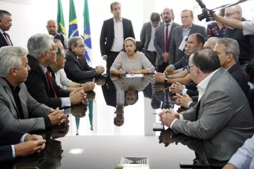 Resultado de imagem para fatima bezerra e prefeitos da regiao