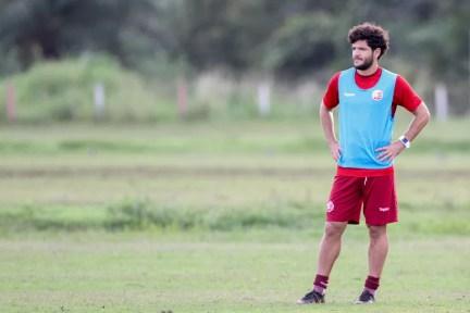 Ortigoza perdeu os dois últimos jogos por suspensão (Foto: Marlon Costa/Pernambuco Press)